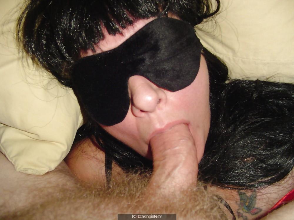 On invite un homme chez nous pour baiser Marie les yeux bandés